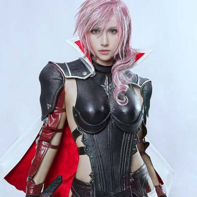 Lightning awakes in Nova Chrysalia in FF cosplay