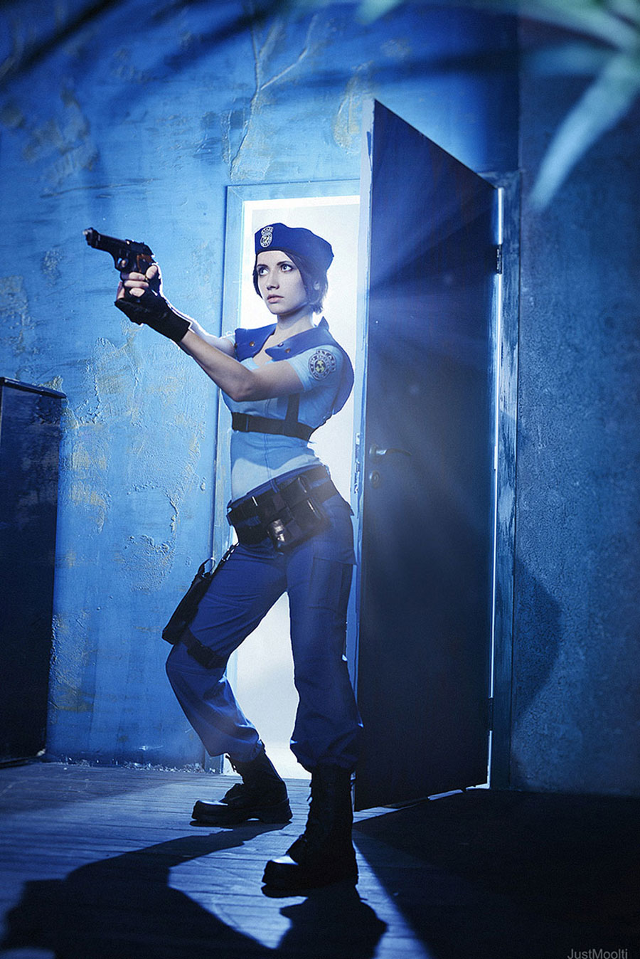 Jill Valentine investigates a series of bizarre murders in Resident Evil cosplay