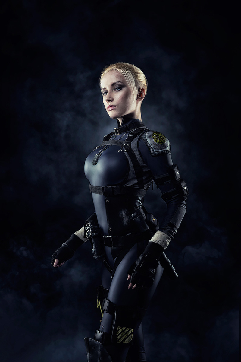 Cassie Cage leads a new generation of fighters in Mortal Kombat X cosplay