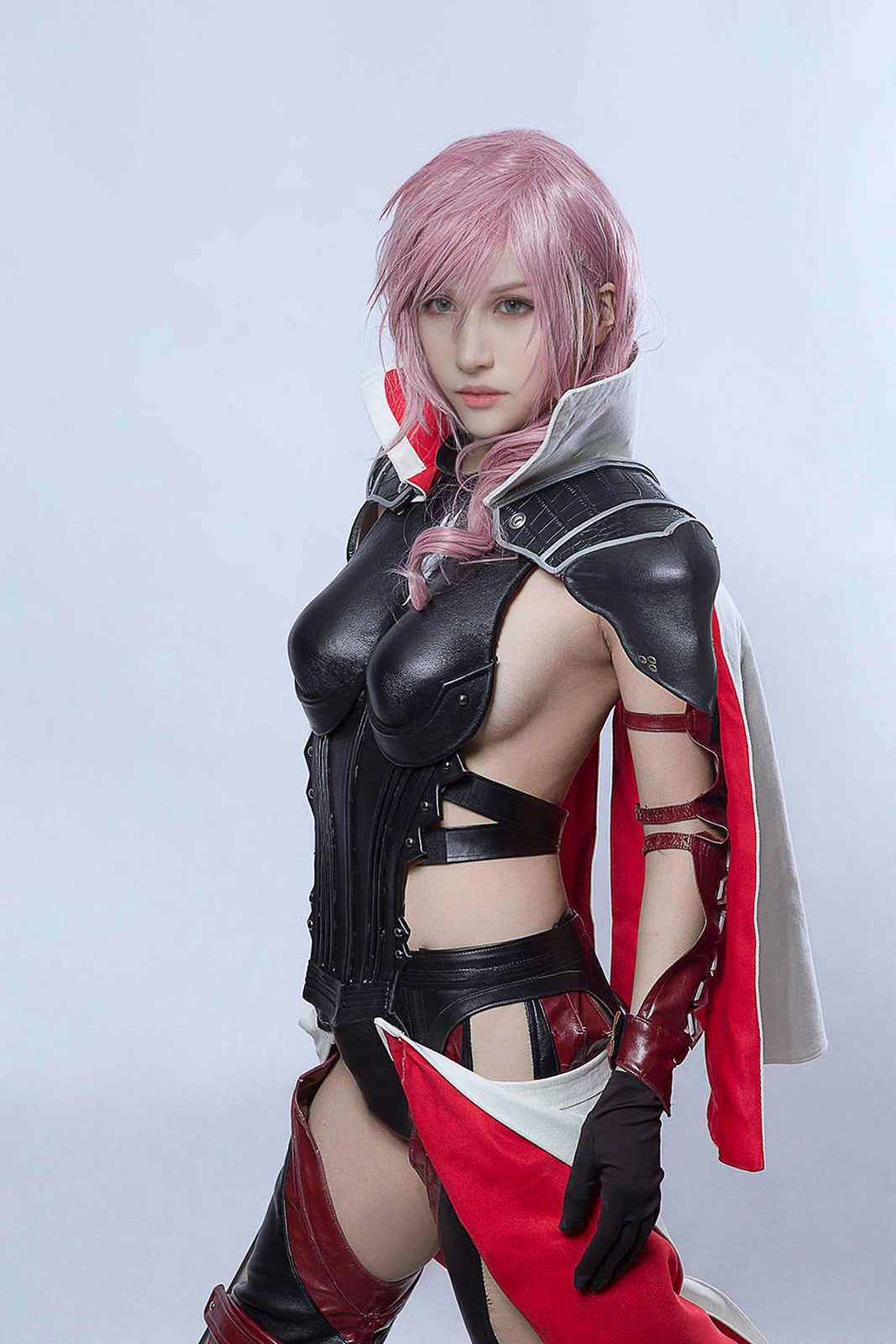 Lightning will free the souls of humanity in Final Fantasy XIII cosplay
