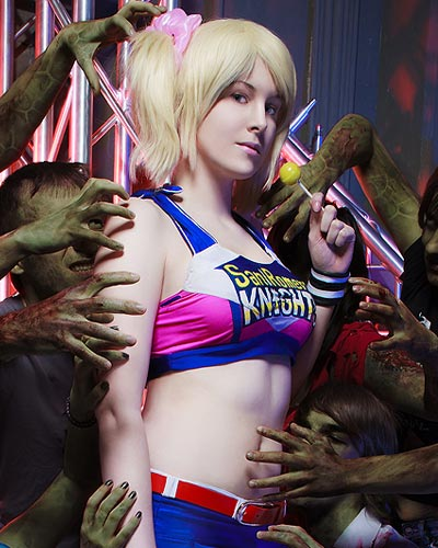 Cheerleader Julie in Lollipop Chainsaw video game cosplay