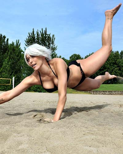 Dead or Alive Xtreme Christie in bikini Video Game Cosplay
